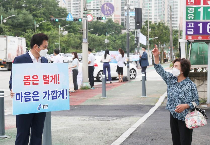 1일 코로나19 방역지침 준수 및 거리두기 캠페인 (2).JPG