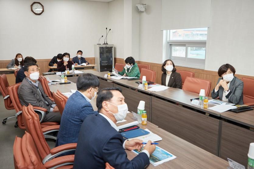 20201118 용인시의회 경제환경위원회, 용인농산물산지유통센터(APC) 방문(2).jpg