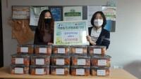 201125_수지구 수지아이쿱서 어려운 이웃에 써달라며 김치 기탁_사진.jpg