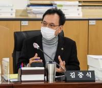 201125 김중식 의원, 구내정보통신망 운영 예산과 관련해 질타.jpg